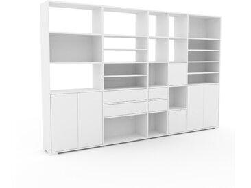 Wohnwand Weiß - Individuelle Designer-Regalwand: Schubladen in Weiß & Türen in Weiß - Hochwertige Materialien - 303 x 196 x 35 cm, Konfigurator