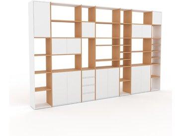 Holzregal Buche - Modernes Regal aus Holz: Schubladen in Weiß & Türen in Weiß - 380 x 233 x 35 cm, Personalisierbar