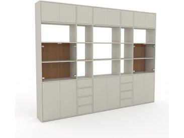 Vitrine Taupe - Moderne Glasvitrine: Schubladen in Taupe & Türen in Taupe - Hochwertige Materialien - 303 x 233 x 35 cm, konfigurierbar