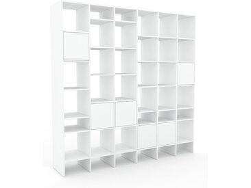 Regalsystem Weiß - Flexibles Regalsystem: Türen in Weiß - Hochwertige Materialien - 233 x 233 x 47 cm, Komplett anpassbar