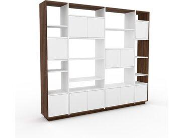 Wohnwand Weiß - Individuelle Designer-Regalwand: Türen in Weiß - Hochwertige Materialien - 229 x 200 x 35 cm, Konfigurator