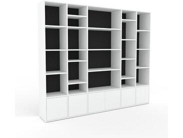 Bibliotheksregal Graphitgrau - Individuelles Regal für Bibliothek: Türen in Weiß - 231 x 195 x 35 cm, konfigurierbar
