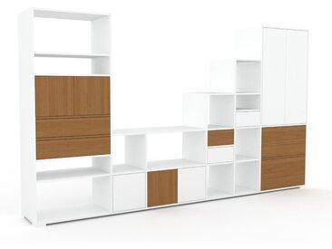 Wohnwand Weiß - Individuelle Designer-Regalwand: Schubladen in Eiche & Türen in Weiß - Hochwertige Materialien - 342 x 196 x 47 cm, Konfigurator