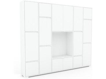 Wohnwand Weiß - Individuelle Designer-Regalwand: Türen in Weiß - Hochwertige Materialien - 231 x 196 x 35 cm, Konfigurator