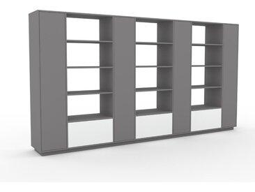 Schrank Grau - Moderner Schrank: Schubladen in Weiß & Türen in Grau - Hochwertige Materialien - 380 x 200 x 47 cm, konfigurierbar