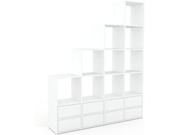 Wohnwand Weiß - Individuelle Designer-Regalwand: Schubladen in Weiß - Hochwertige Materialien - 156 x 195 x 35 cm, Konfigurator