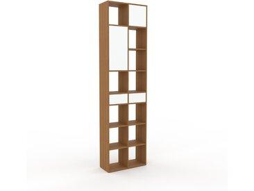 Bücherregal Weiß - Modernes Regal für Bücher: Schubladen in Weiß & Türen in Weiß - 79 x 291 x 35 cm, konfigurierbar