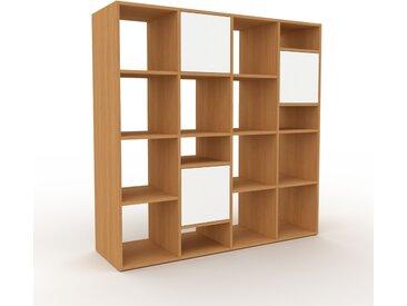 Bibliotheksregal Eiche - Individuelles Regal für Bibliothek: Türen in Weiß - 156 x 157 x 47 cm, konfigurierbar