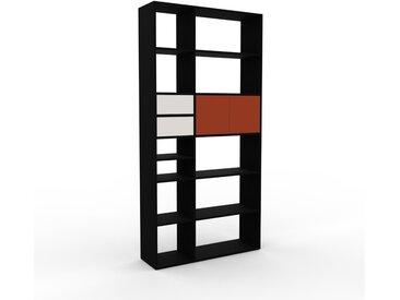 Bücherregal Schwarz - Modernes Regal für Bücher: Schubladen in Weiß & Türen in Terrakotta - 116 x 233 x 35 cm, konfigurierbar