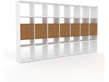 Regalsystem Weiß - Flexibles Regalsystem: Türen in Eiche - Hochwertige Materialien - 272 x 157 x 35 cm, Komplett anpassbar