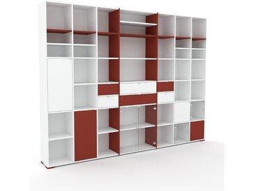 Vitrine Weiß - Moderne Glasvitrine: Schubladen in Terrakotta & Türen in Kristallglas klar - Hochwertige Materialien - 308 x 235 x 35 cm, konfigurierbar