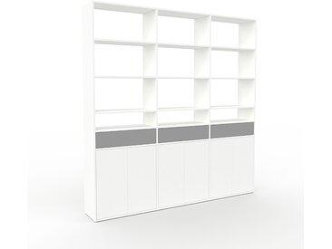 Wohnwand Weiß - Individuelle Designer-Regalwand: Schubladen in Grau & Türen in Weiß - Hochwertige Materialien - 226 x 233 x 35 cm, Konfigurator