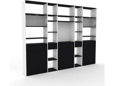 Vitrine Schwarz - Moderne Glasvitrine: Schubladen in Schwarz & Türen in Schwarz - Hochwertige Materialien - 303 x 233 x 35 cm, konfigurierbar