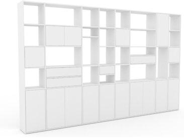 Wohnwand Weiß - Individuelle Designer-Regalwand: Schubladen in Weiß & Türen in Weiß - Hochwertige Materialien - 383 x 233 x 35 cm, Konfigurator