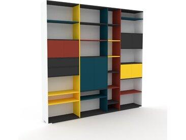 Bücherregal Weiß - Modernes Regal für Bücher: Schubladen in Graphitgrau & Türen in Terrakotta - 265 x 254 x 35 cm, konfigurierbar