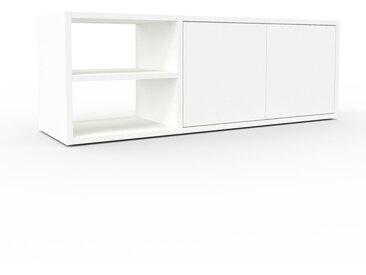 TV-Schrank Weiß - Moderner Fernsehschrank: Türen in Weiß - 116 x 41 x 35 cm, konfigurierbar