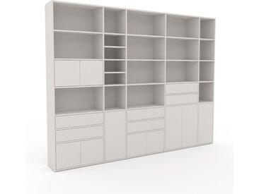 Wohnwand Weiß - Individuelle Designer-Regalwand: Schubladen in Weiß & Türen in Weiß - Hochwertige Materialien - 303 x 233 x 35 cm, Konfigurator