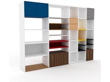 Regalsystem Weiß - Regalsystem: Schubladen in Buche & Türen in Nussbaum - Hochwertige Materialien - 267 x 195 x 47 cm, konfigurierbar