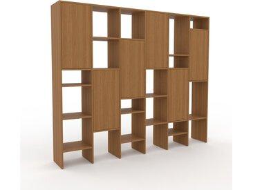 Wohnwand Eiche - Individuelle Designer-Regalwand: Türen in Eiche - Hochwertige Materialien - 233 x 195 x 35 cm, Konfigurator