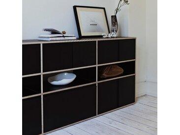 Individualisierbares Sideboard aus Multiplexplatte in Schwarz.