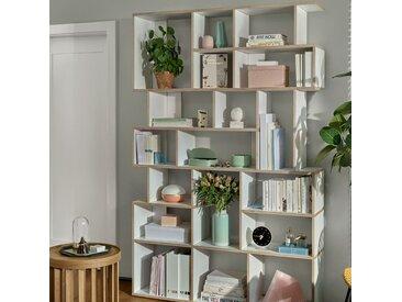 Individualisierbares Bücherregal aus Multiplexplatte in Weiß.