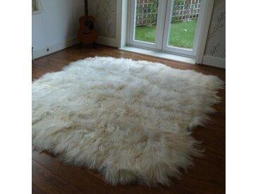 Teppich Kearney aus Schaffell in Elfenbein