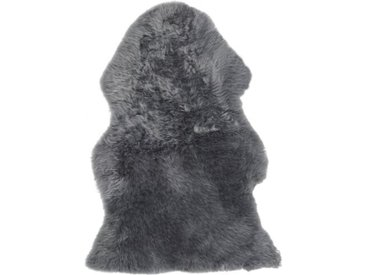 Handgefertigter Teppich Mayberry aus Schaffell in Hellgrau