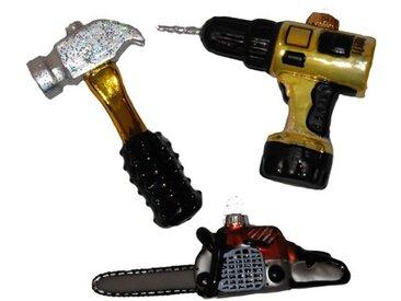 Geformte Ornamente Weihnachtliches Handwerkerset Bestehend aus Hammer Motorsäge und Bohrmaschine