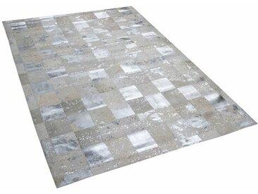 Handgefertigter Teppich Mcneal aus Kuhfell in Beige