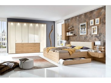 Schlafzimmer in Eiche-teilmassiv, Abs. magnolie, Drehtürenschrank B: ca. 300 cm, Bett 180 x 200 cm, 2 Nachtkonsolen B: ca. 60 cm