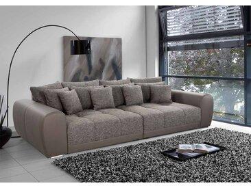 Big Sofa in braunem Strukturstoff mit Kunstleder, 4 große Rückenkissen, 4 mittlere und 4 kleine Zierkissen, Maße: B/H/T ca. 306/83/134 cm
