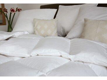 Gänsedaunenbettdecke, Moments, Centa-Star, Füllung: 90% Gänsedaunen, 10% Gänsefedern, Bezug: 100% Baumwolle weiß, 155x220 cm weiß Allergiker Bettdecke Bettdecken Bettdecken, Kopfkissen Unterbetten