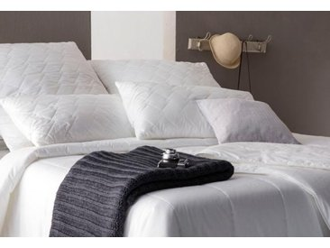 Centa-Star Kunstfaserbettdecke Royal, warm, Bezug 100% Baumwolle, (1 St.), High-Tech-Faser-Füllung - bis zu 70% leichter als herkömmliche Fasermaterialien B/L: 200 cm x 220 cm, warm weiß Allergiker Bettdecke Bettdecken Bettdecken, Kopfkissen Unterbetten
