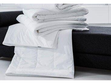 Centa-Star Kunstfaserbettdecke Famous, 4-Jahreszeiten, Bezug 100% Baumwolle, (1 St.), mit spezieller, temperaturregulierender Mikrofaser weiß, 155x220 cm, Basic weiß Bettdecken Bettdecken, Kopfkissen Unterbetten Bettdecke