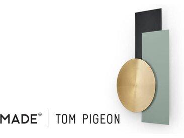 Assembly Tom Pigeon Wandskulptur, Messing und Blau