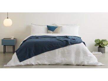 MADE Essentials Brosse Tagesdecke (150 x 200 cm) aus 100 % Baumwolle, Aegaeisblau