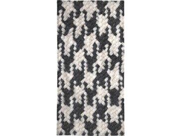 Juniqe Strandtuch »Houndstooth Pattern« (1-St), Weiche Frottee-Veloursqualität