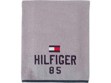 TOMMY HILFIGER Saunatuch »Optimistic« (1-St), mit gesticktem Schriftzug und Tommy Flagge, grau, grey