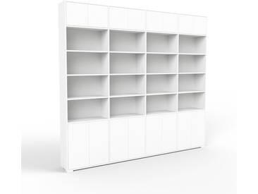 Bücherregal Weiß - Modernes Regal für Bücher: Türen in Weiß - 301 x 273 x 35 cm, Individuell konfigurierbar