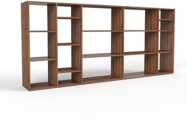 Holzregal Nussbaum, Holz - Skandinavisches Regal aus Holz: Hochwertige Qualität, einzigartiges Design - 267 x 118 x 35 cm, Personalisierbar