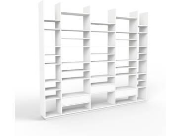 Bücherregal Weiß - Modernes Regal für Bücher: Schubladen in Weiß - 303 x 258 x 35 cm, Individuell konfigurierbar