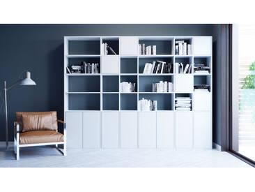 Bücherregal Weiß - Modernes Regal für Bücher: Türen in Weiß - 306 x 233 x 35 cm, Individuell konfigurierbar