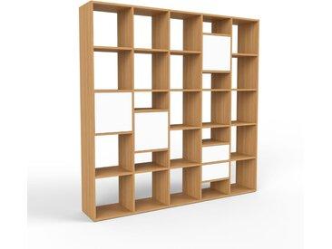 Holzregal Eiche - Modernes Regal aus Holz: Schubladen in Weiß & Türen in Weiß - 195 x 195 x 35 cm, Personalisierbar