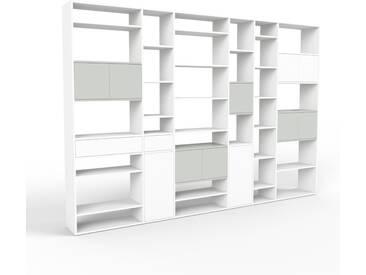 Bücherregal Weiß - Modernes Regal für Bücher: Schubladen in Weiß & Türen in Sandgrau - 342 x 233 x 35 cm, konfigurierbar