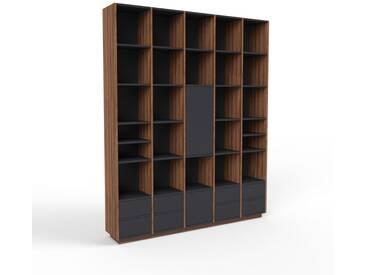 Bücherregal Nussbaum - Modernes Regal für Bücher: Schubladen in Schwarz & Türen in Schwarz - 195 x 239 x 35 cm, konfigurierbar