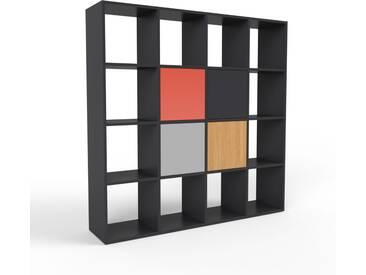 Bücherregal Schwarz - Modernes Regal für Bücher: Türen in Grau - 156 x 157 x 35 cm, Individuell konfigurierbar