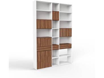 Bücherregal Weiß - Modernes Regal für Bücher: Schubladen in Nussbaum & Türen in Nussbaum - 190 x 291 x 35 cm, konfigurierbar