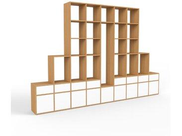 Holzregal Eiche - Modernes Regal aus Holz: Schubladen in Weiß & Türen in Weiß - 349 x 233 x 35 cm, Personalisierbar