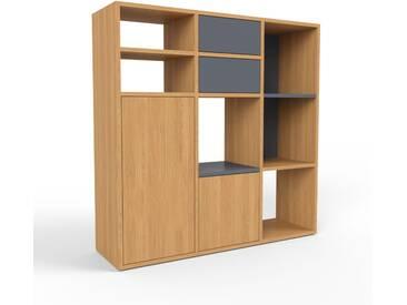 Bücherregal Eiche - Modernes Regal für Bücher: Schubladen in Anthrazit & Türen in Eiche - 118 x 118 x 35 cm, konfigurierbar