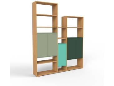 Bücherregal Eiche - Modernes Regal für Bücher: Türen in Nebelgrün - 190 x 235 x 35 cm, Individuell konfigurierbar